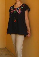 メキシコマンタ鳥刺繍ブラウス・ブラック