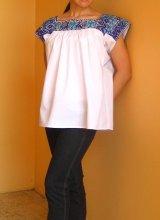 ナワ族の鳥刺繍ブラウス・半袖・ブルー