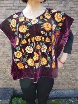 メキシコ刺繍ブラウス・テワナ・レッドパープル・手刺繍・脇縫いなし・クッションカバーなどにも