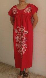メキシコ・ベラクルス州パパントラの刺繍ワンピース・赤・マンタ・白刺繍