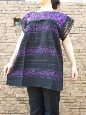 画像1: メキシコ刺繍ブラウス・黒地パープル刺繍
